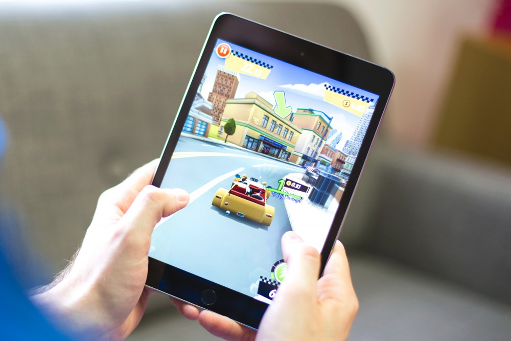 Crazy Taxi being played on a device